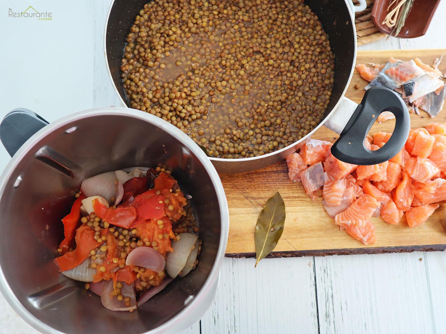 lentejas con salmón - tu restaurante en casa